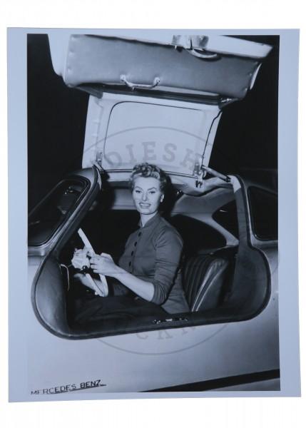 Foto von Sophia Loren in 300SL Mercedes